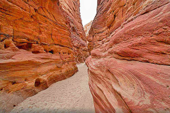 Colored Canyon in Sinai, Egypt | Colored Canyon in Nuweiba