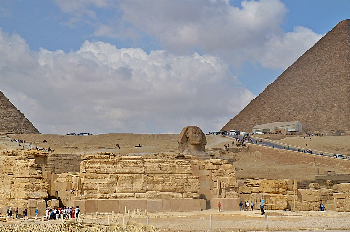 Budget Tour to Giza Pyramids and the Egyptian Museum