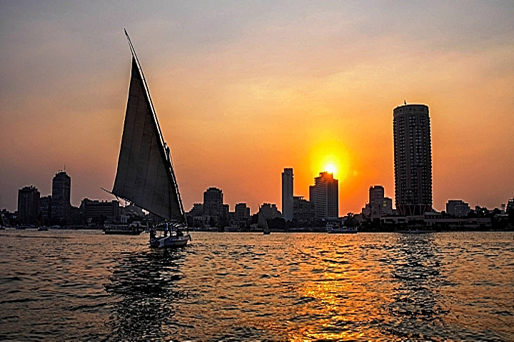 Giza Pyramids and Nile Felucca Boat Ride from Airport